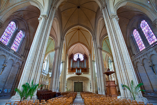 Nouvelle-Aquitaine「Saint-Pierre Cathedral in Poitiers」:スマホ壁紙(19)