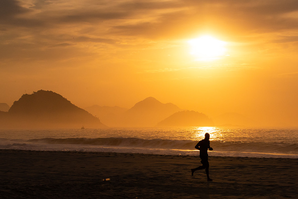 Dawn「Sunrise and Early Morning in Rio de Janeiro Amidst the Coronavirus (COVID - 19) Pandemic」:写真・画像(13)[壁紙.com]