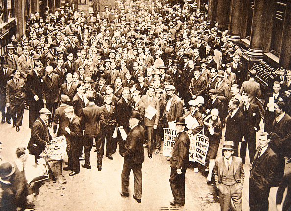 Crisis「Crowd Outside London Stock Exchange After Fall Of The Hatry Group 1929」:写真・画像(10)[壁紙.com]