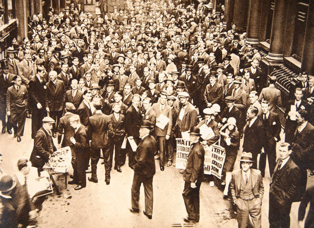 Crowd Outside London Stock Exchange After Fall Of The Hatry Group 1929:ニュース(壁紙.com)