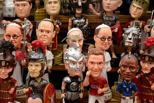 Doll「Bobblehead Popes, Rome, Italy」:スマホ壁紙(15)