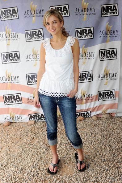 Sleeveless Top「NRA Country/ACM Celebrity Shoot Hosted By Blake Shelton」:写真・画像(13)[壁紙.com]