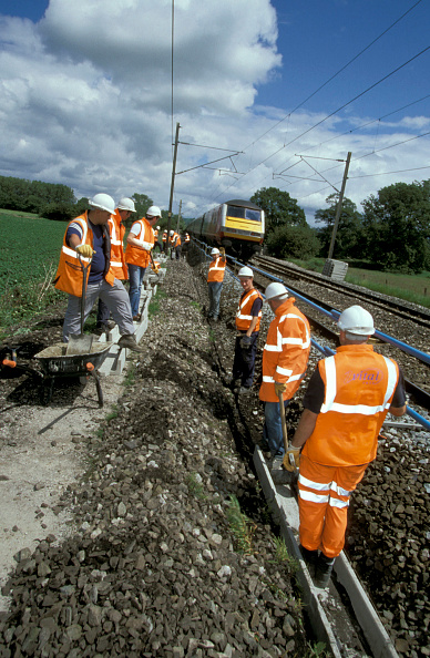 Trough「Track workers install cable ducting on West Coast Main Line as a Virgin train approaches from the north. C2003」:写真・画像(9)[壁紙.com]