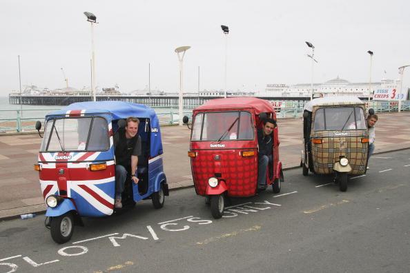 Burberry「Indian Tuk-Tuks Arrive In Brighton in Brighton」:写真・画像(0)[壁紙.com]