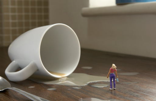 Female Likeness「miniature woman standing by cup that has fallen」:スマホ壁紙(17)