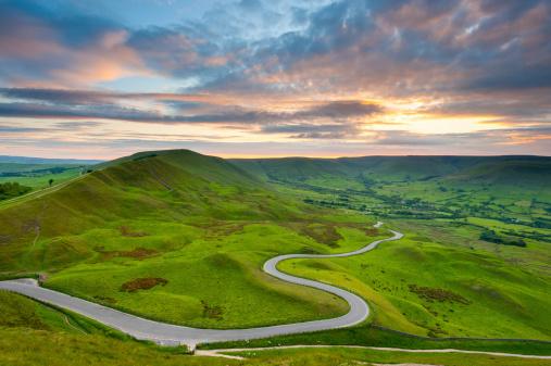 Winding Road「Edale Valley Road, Peak District National Park」:スマホ壁紙(5)