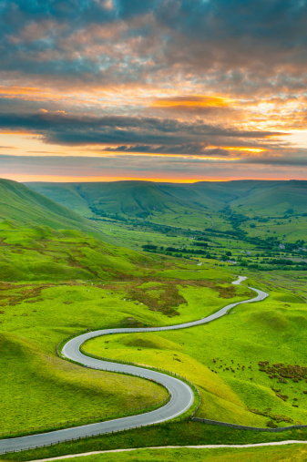 Country Road「Edale Valley Road, Peak District National Park」:スマホ壁紙(1)