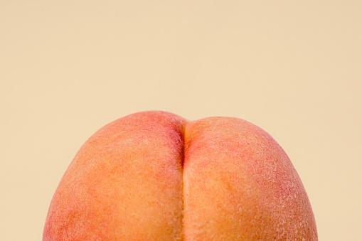 Ass「Fresh Peach on Peach Colored Background」:スマホ壁紙(5)