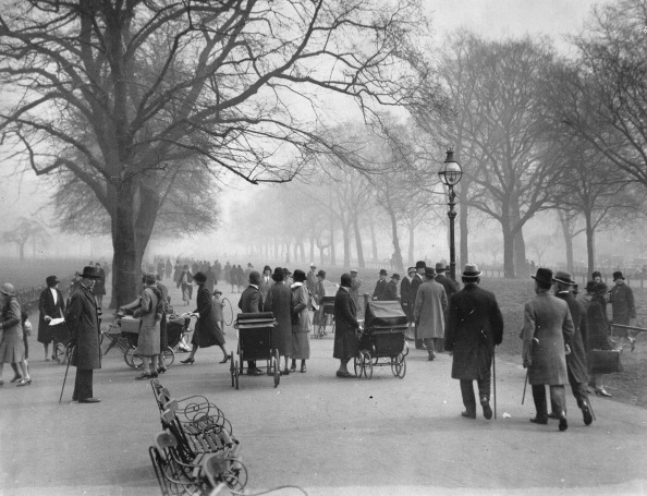 Bench「Crowds In Hyde Park (Rotten Row). 12Th March 1929. Photograph.」:写真・画像(14)[壁紙.com]