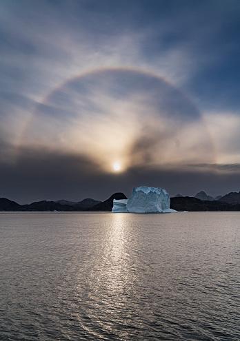 Rainbow「Solar Halo, Rainbow and Icebergs, Scoresbysund, Greenland」:スマホ壁紙(5)