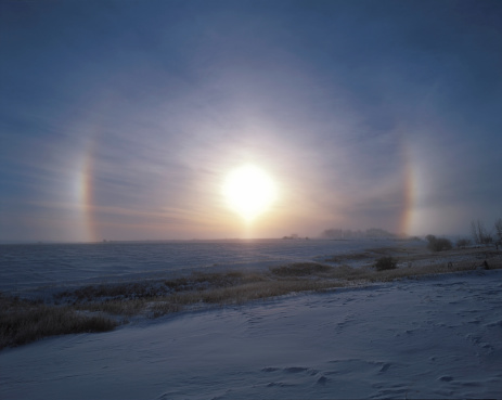 プリズム「Solar halo and sundogs in southern Alberta, Canada.」:スマホ壁紙(19)