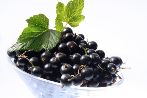 Black currant「Black currants in bowl, close-up」:スマホ壁紙(17)