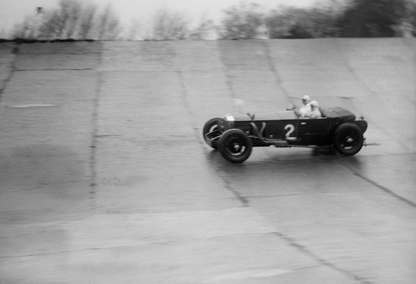 Race Car Driver「Stripped Invicta 4-seater racing at a BARC meeting, Brooklands, Surrey, 1930s」:写真・画像(9)[壁紙.com]