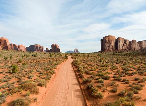 Indigenous Culture「Dirt roadway through desert park.」:スマホ壁紙(14)