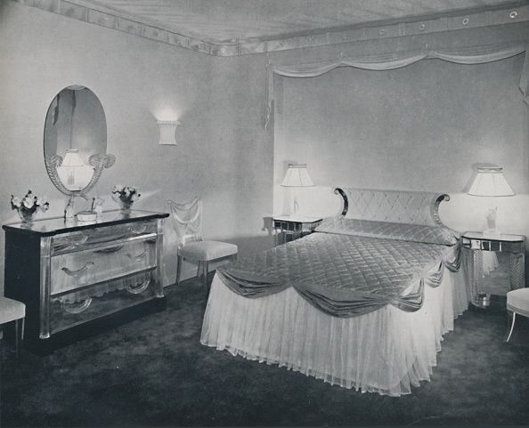 Bedding「The Vibrant Qualities Of Plexiglas Are Used To Advantage In This Bedroom 19」:写真・画像(13)[壁紙.com]