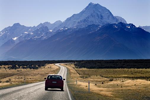 Mt Cook「Car driving on road towards imposing mountain」:スマホ壁紙(9)