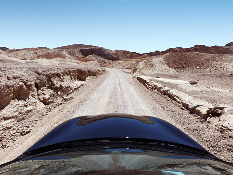 Car Point of View「Car driving along a desert road, Death Valley National Park, Nevada, United States」:スマホ壁紙(5)