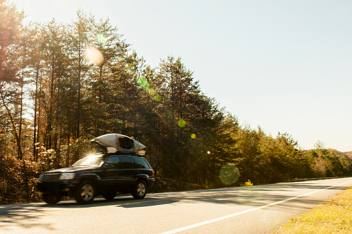 Weekend Activities「Car driving on rural road」:スマホ壁紙(14)