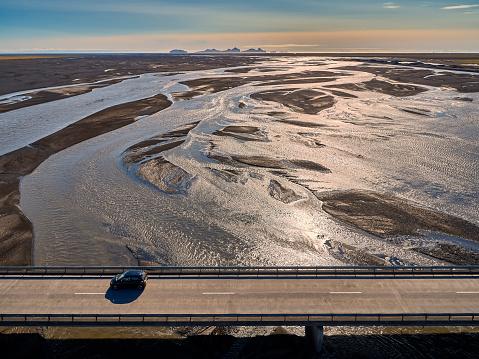 Elevated Road「Car driving on the Markarfljotsbru bridge, Markarfljot river, Iceland」:スマホ壁紙(18)