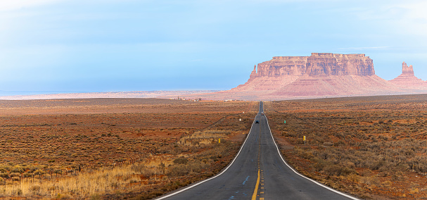 Indigenous Culture「Car driving on a highway in Monument Valley, New Mexico, USA. Extra-large stitched panorama.」:スマホ壁紙(11)