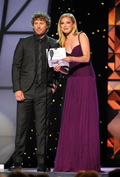 Emily VanCamp「45th Annual CMA Awards - Show」:写真・画像(19)[壁紙.com]