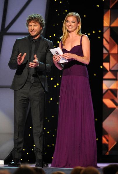 Emily VanCamp「45th Annual CMA Awards - Show」:写真・画像(18)[壁紙.com]