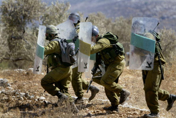 Part of a Series「Protestors Hold Weekly Demonstration Against West Bank Separation Fence」:写真・画像(19)[壁紙.com]