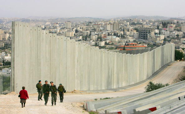 West Bank「Separation Barrier Dominates Lives Of Palestinians」:写真・画像(5)[壁紙.com]