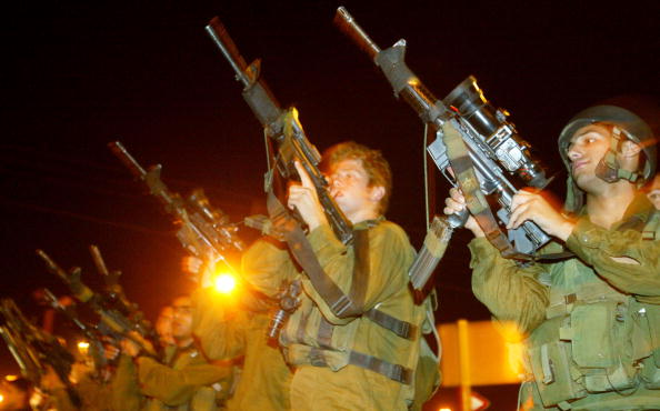 Side By Side「Israeli Soldiers Return From Military Action Against Palestinian Gunmen 」:写真・画像(6)[壁紙.com]