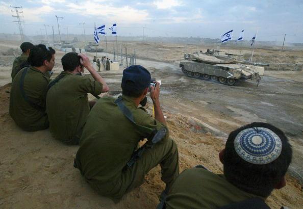 座る「Israeli Troops Withdraw From Gaza Strip」:写真・画像(14)[壁紙.com]