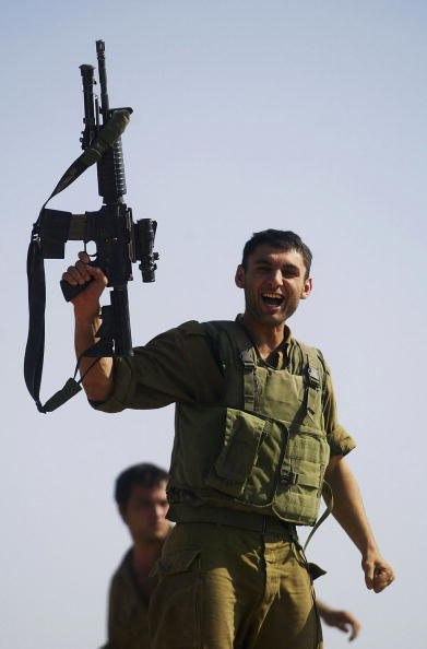 Bulletproof「Israeli Tanks Prepare To Roll Into Gaza For Continued Offensive」:写真・画像(12)[壁紙.com]