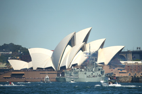 Warship「Warships Enter Sydney Harbour Ahead Of 2013 International Fleet Review」:写真・画像(5)[壁紙.com]
