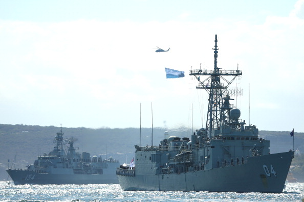 Entering「Warships Enter Sydney Harbour Ahead Of 2013 International Fleet Review」:写真・画像(5)[壁紙.com]