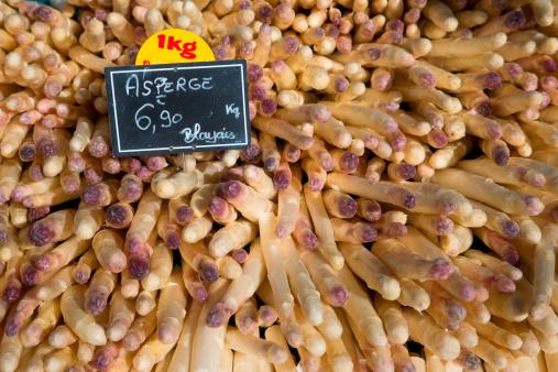 Nouvelle-Aquitaine「White asparagus for sale at Sunday farmers market」:スマホ壁紙(0)