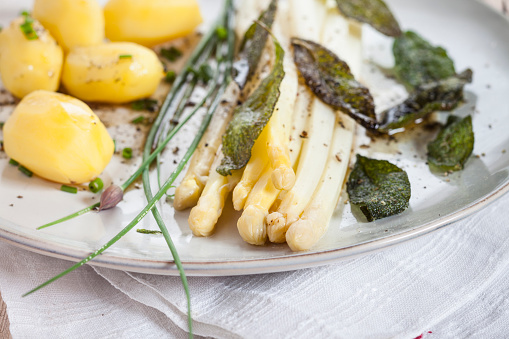 White Asparagus「White asparagus with browned butter, fried sage leaves, boiled potatoes and chives」:スマホ壁紙(1)