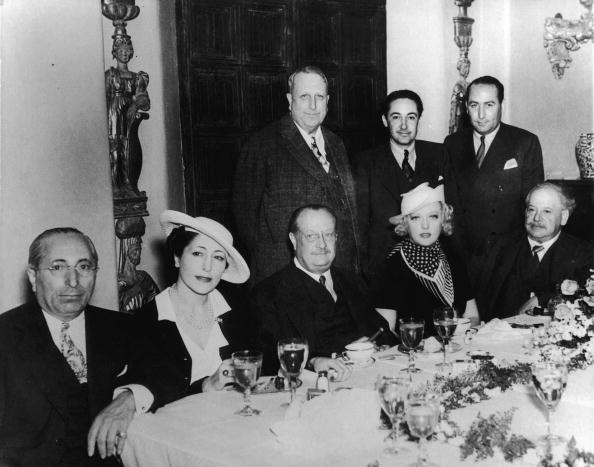 マリオン デイヴィス「Irving Thalberg With William Randolph Hearst, Louis B. Mayer, Hal Wallis & Others」:写真・画像(12)[壁紙.com]
