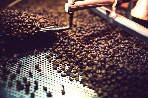 Spinning「Coffee Roaster Cooling Batch of Beans」:スマホ壁紙(15)