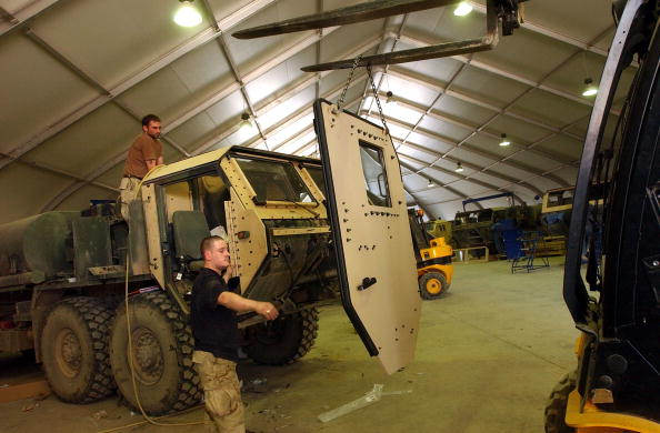 Protection「Military Vehicles Get Uparmored At Camp Anaconda」:写真・画像(1)[壁紙.com]