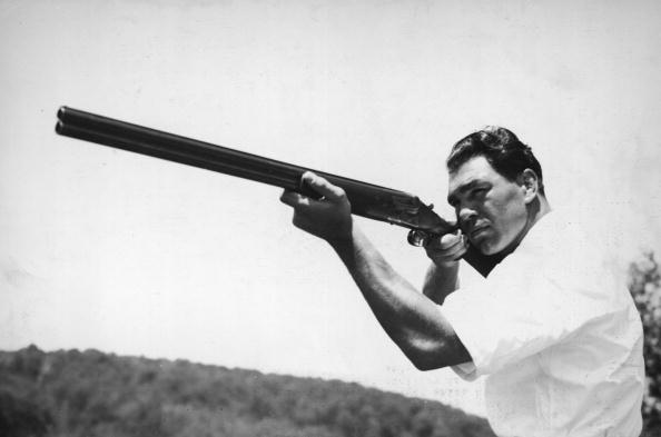 Best shot「German Boxer Max Schmeling Practices Shooting」:写真・画像(5)[壁紙.com]
