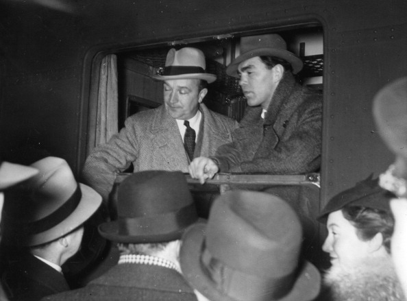 Politics and Government「German boxer Max Schmeling and his coach  Machon depart from Berlin Zoologischer Garten station to the United Staes of  America. Berlin. Germany. Photograph. 23/02/1937. (Photo by Imagno/Getty Images) Der deutsche Boxer Max Schmeling und sein Trainer Macho」:写真・画像(12)[壁紙.com]