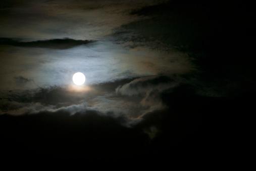 月「A full moon emerges around the clouds in the night sky.」:スマホ壁紙(17)