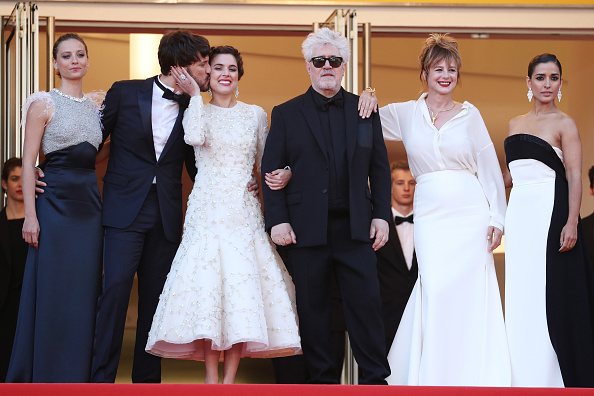 "Beige「""Julieta"" - Red Carpet Arrivals - The 69th Annual Cannes Film Festival」:写真・画像(12)[壁紙.com]"