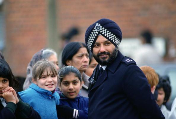 Turban「Policeman At Asian Day Centre」:写真・画像(14)[壁紙.com]
