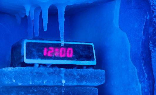 Frost「Frozen alarm clock」:スマホ壁紙(7)