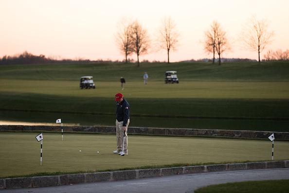 Putting Green「Donald Trump Holds Weekend Meetings In Bedminster, NJ」:写真・画像(1)[壁紙.com]