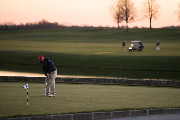 Putting Green「Donald Trump Holds Weekend Meetings In Bedminster, NJ」:写真・画像(19)[壁紙.com]