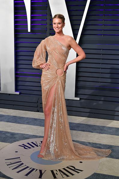 Nude Colored Dress「2019 Vanity Fair Oscar Party Hosted By Radhika Jones - Arrivals」:写真・画像(5)[壁紙.com]
