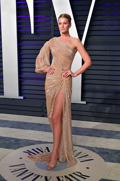 Nude Colored Dress「2019 Vanity Fair Oscar Party Hosted By Radhika Jones - Arrivals」:写真・画像(0)[壁紙.com]