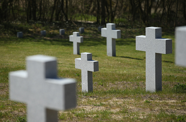 Cemetery「War Cemeteries Testify To Final Battles Of WW2」:写真・画像(3)[壁紙.com]