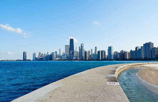 USA, Illinois, Chicago, North Avenue Beach, Lake Michigan, Skyline:スマホ壁紙(壁紙.com)